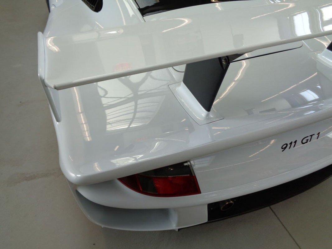 Porsche_911_GT1_for_sale_04