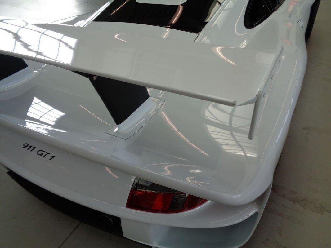 Porsche_911_GT1_for_sale_05