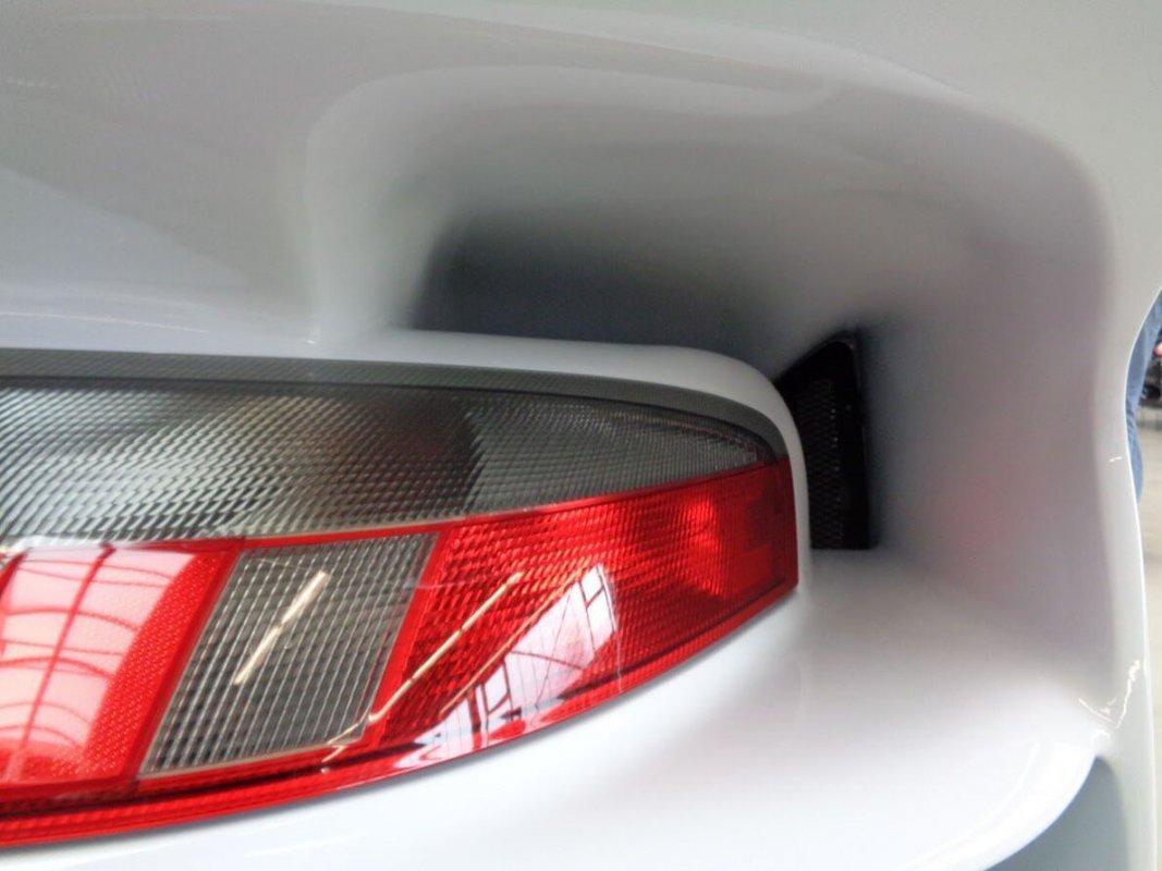 Porsche_911_GT1_for_sale_08