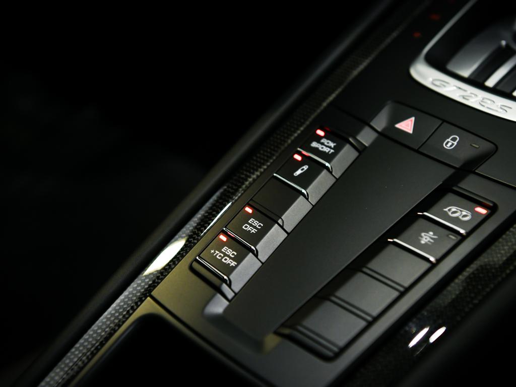 Porsche 911 GT2 RS 2018 for sale (16)