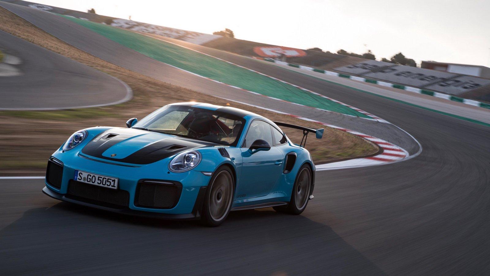 Porsche 911 GT2 RS Clubsport Package (2)