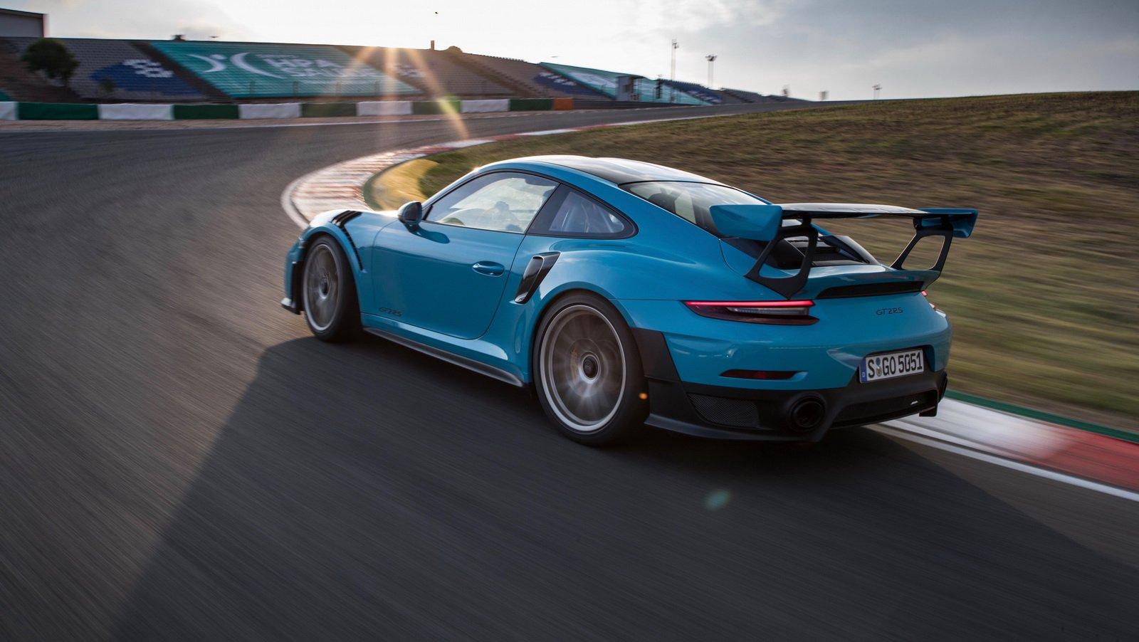 Porsche 911 GT2 RS Clubsport Package (3)