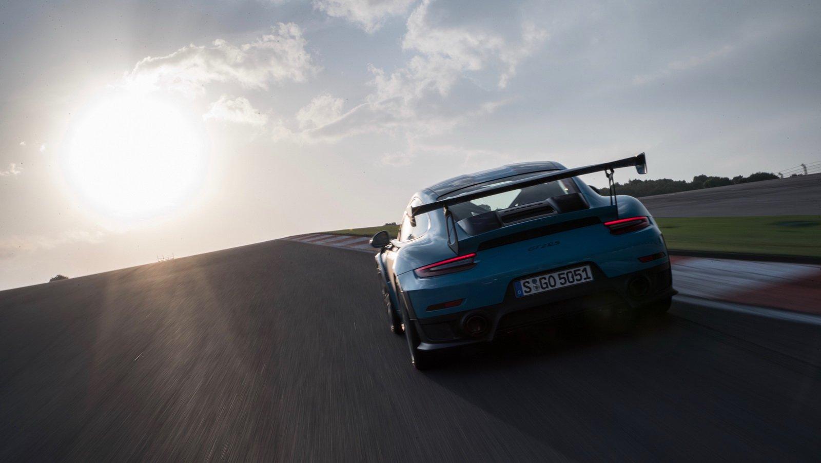 Porsche 911 GT2 RS Clubsport Package (5)