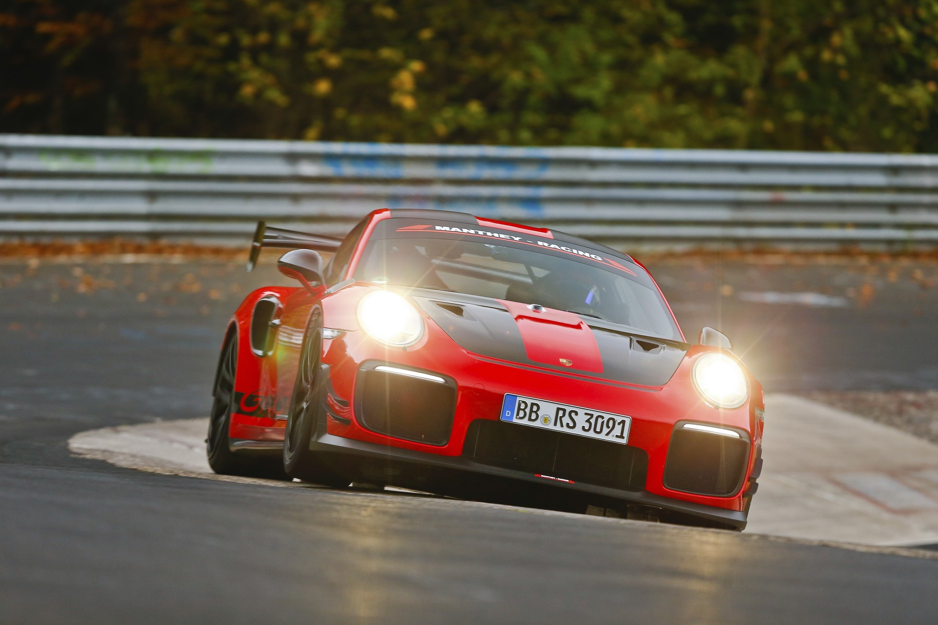 Porsche 911 GT2 RS MR (1)