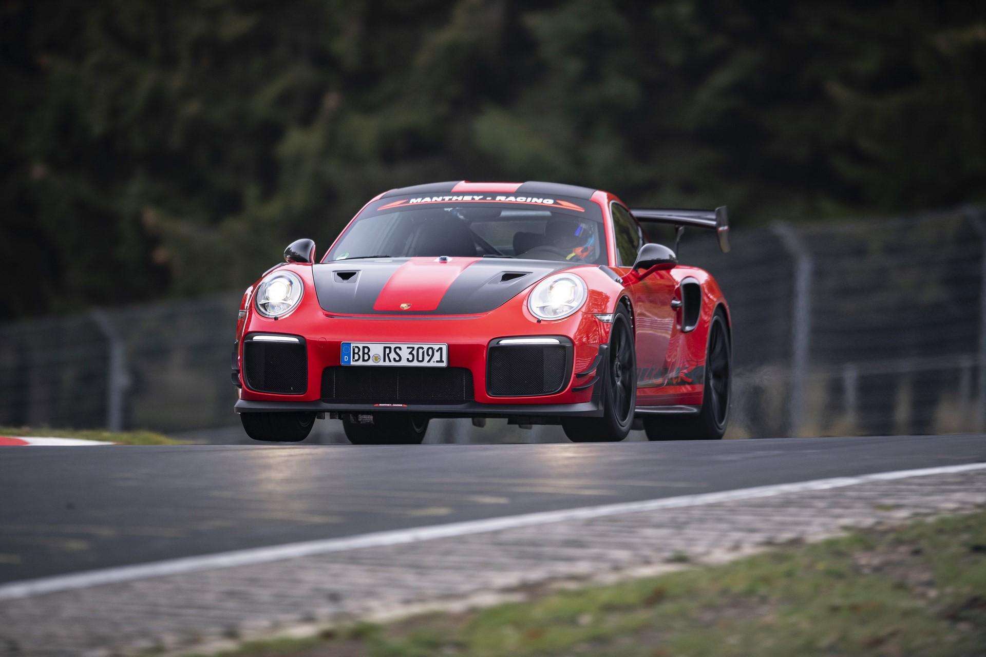 Porsche 911 GT2 RS MR (2)