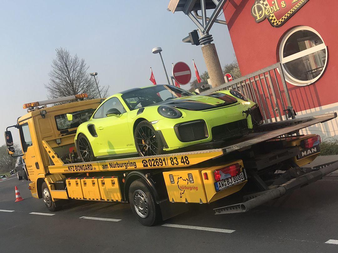 Porsche_911_GT2_RS_nurburgring_crash_0001
