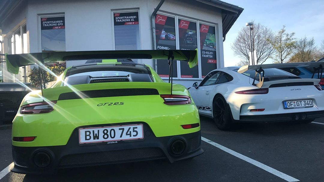 Porsche_911_GT2_RS_nurburgring_crash_0006