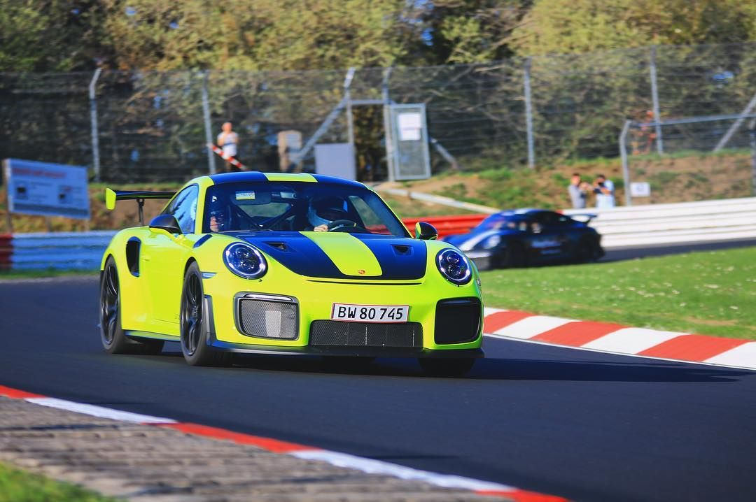Porsche_911_GT2_RS_nurburgring_crash_0007