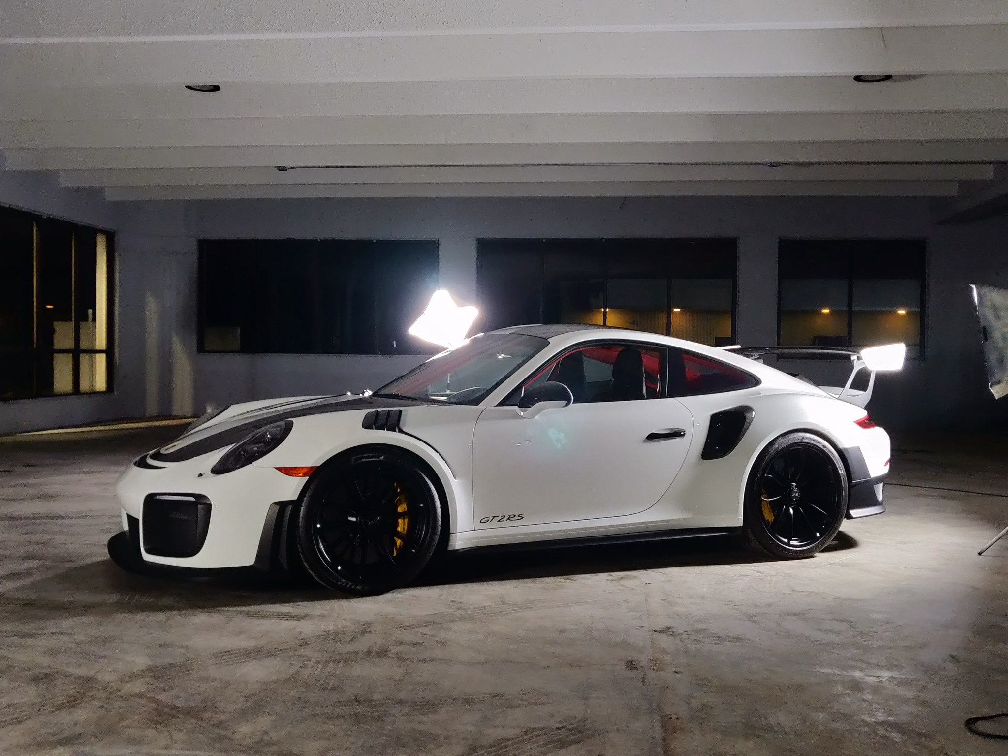 Porsche 911 GT2 RS wit Weissach package for sale (10)