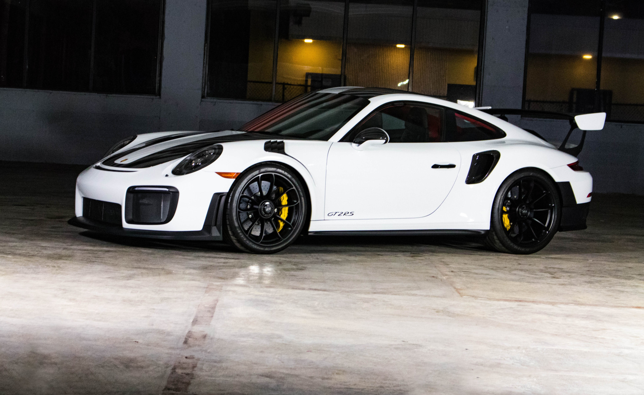Porsche 911 GT2 RS wit Weissach package for sale (17)
