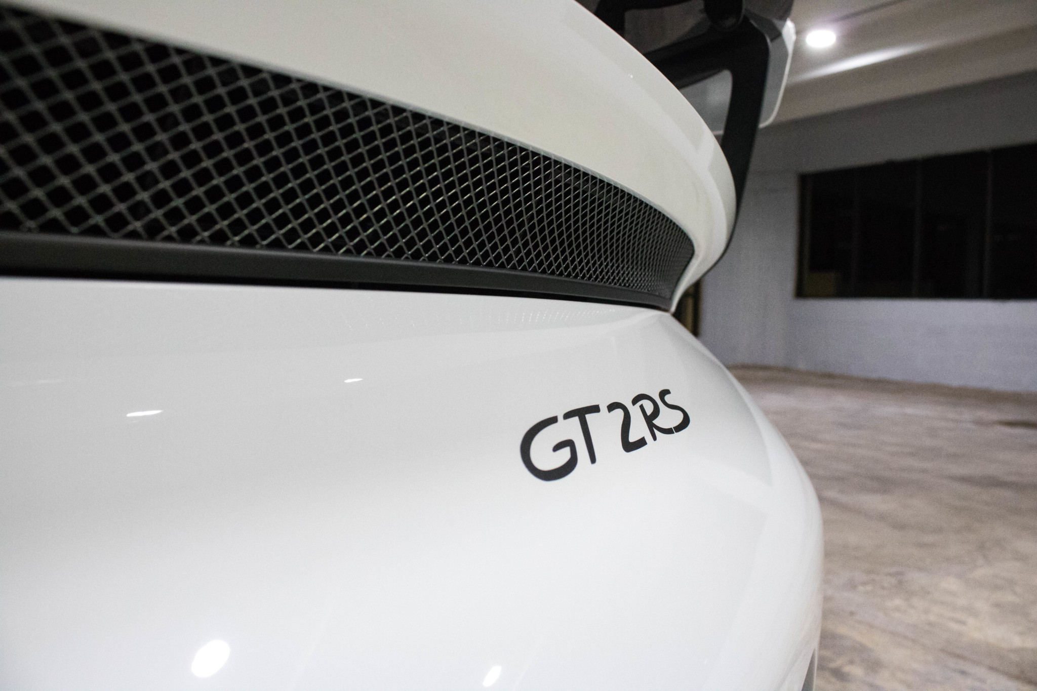 Porsche 911 GT2 RS wit Weissach package for sale (31)
