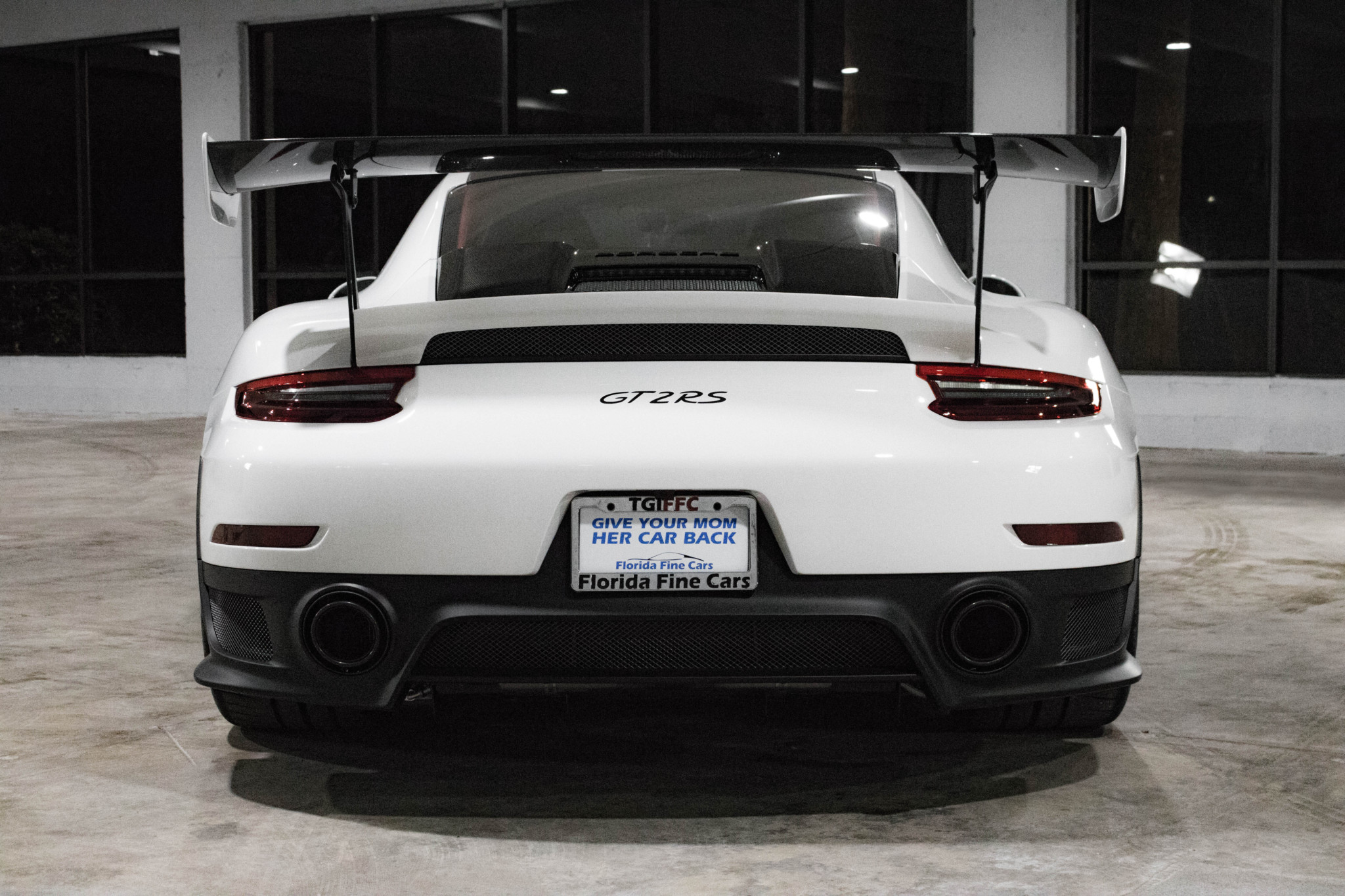 Porsche 911 GT2 RS wit Weissach package for sale (40)