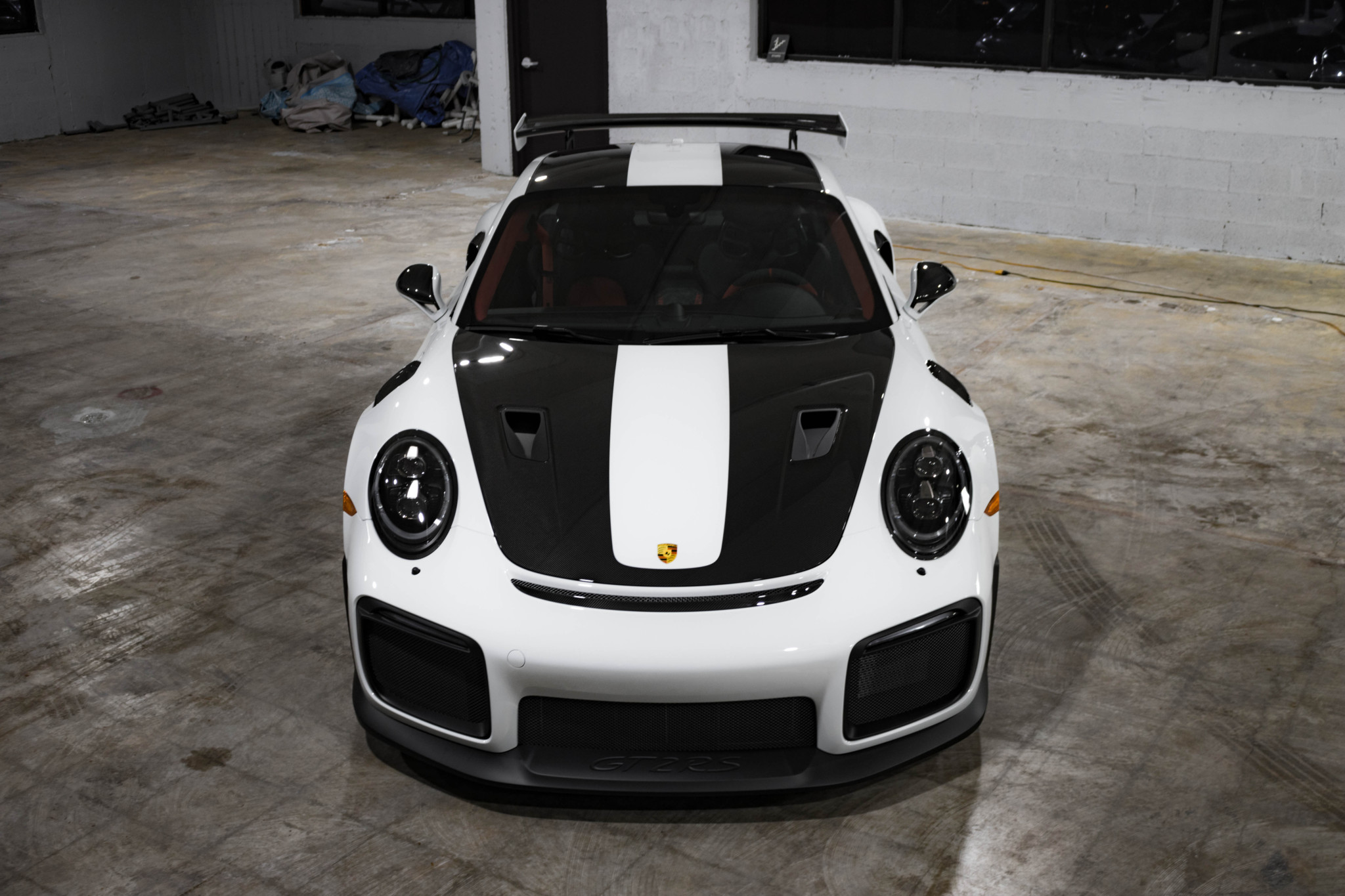 Porsche 911 GT2 RS wit Weissach package for sale (42)