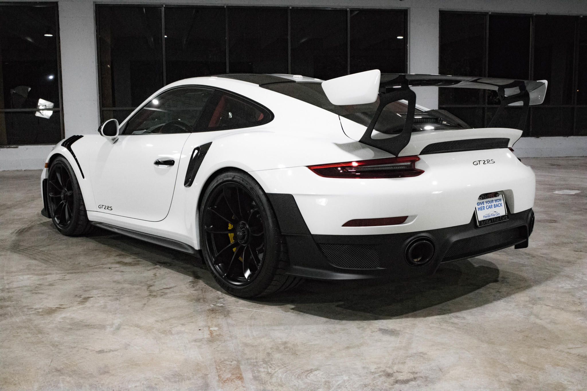 Porsche 911 GT2 RS wit Weissach package for sale (49)