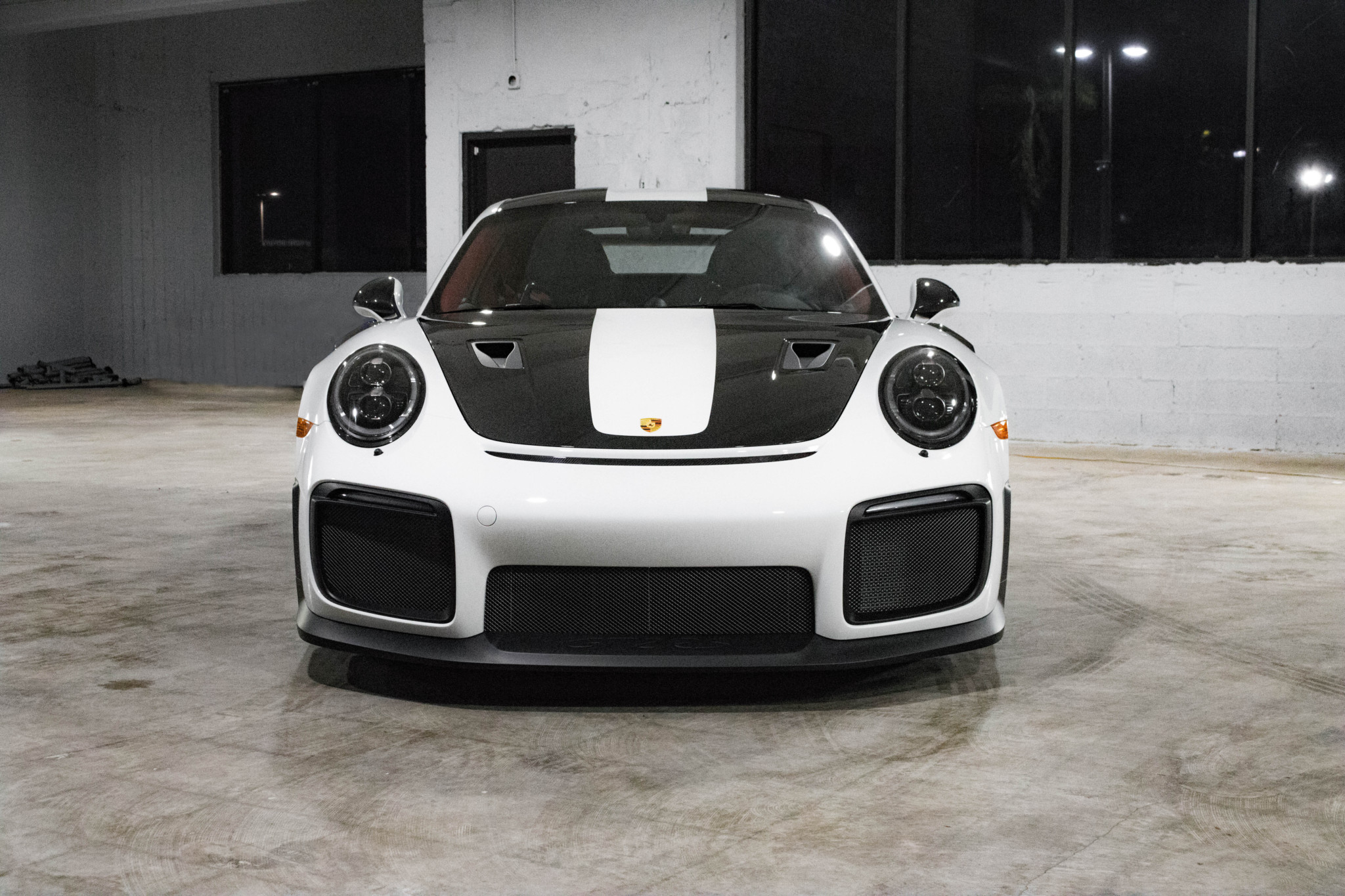 Porsche 911 GT2 RS wit Weissach package for sale (51)