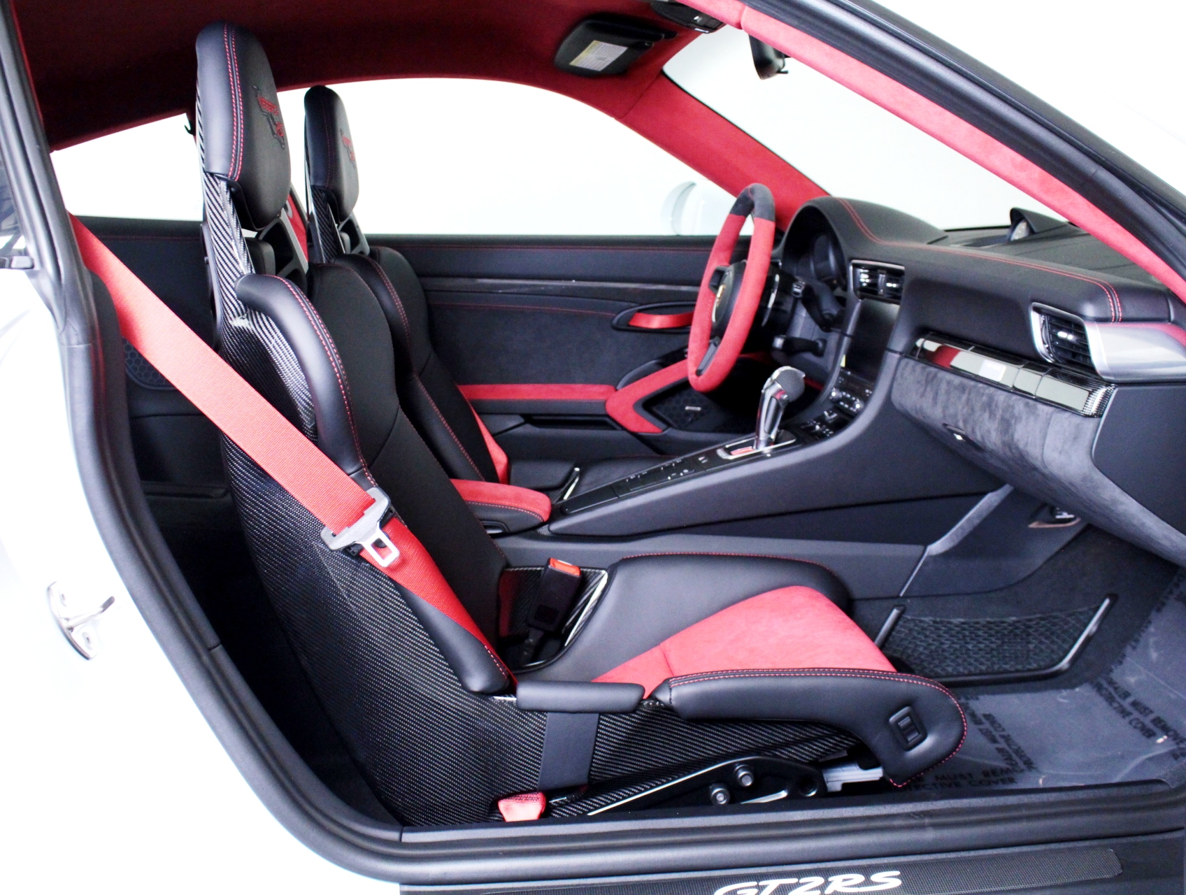 Porsche 911 GT2 RS wit Weissach package for sale (57)
