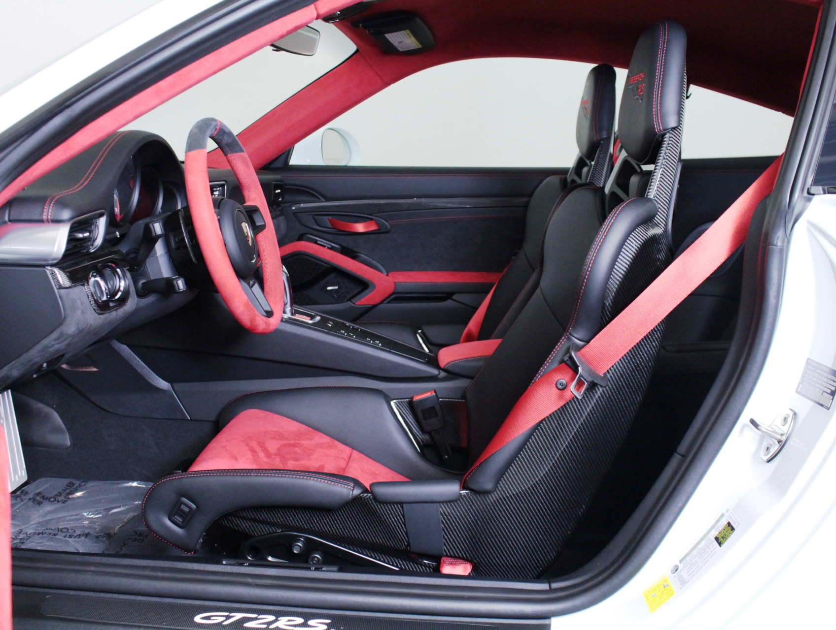 Porsche 911 GT2 RS wit Weissach package for sale (60)