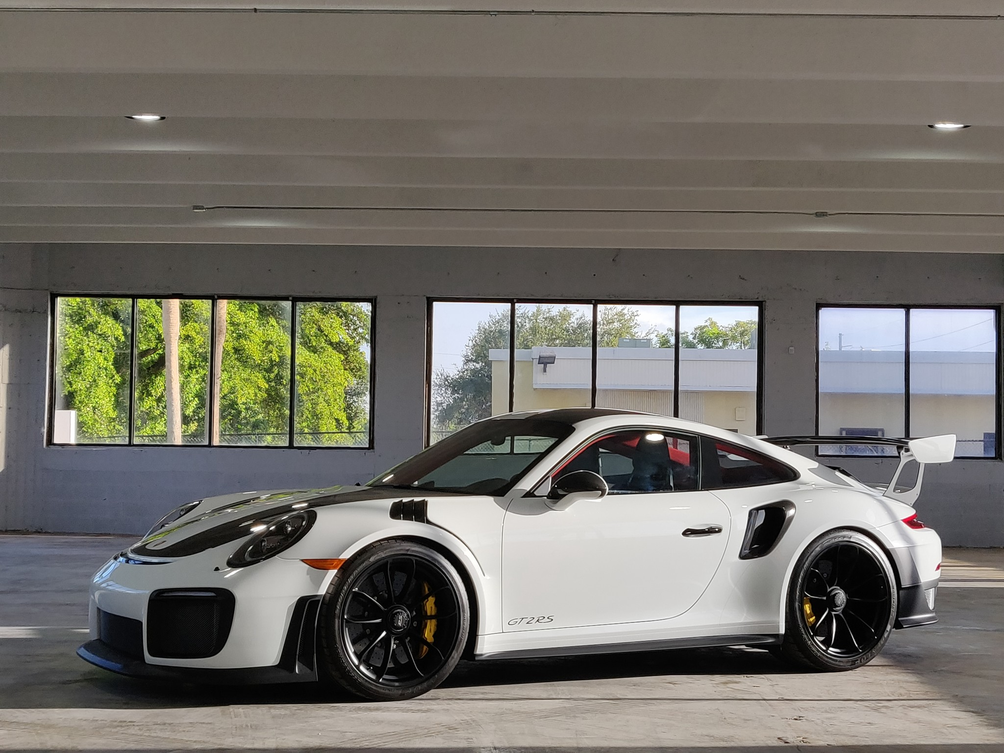 Porsche 911 GT2 RS wit Weissach package for sale (9)