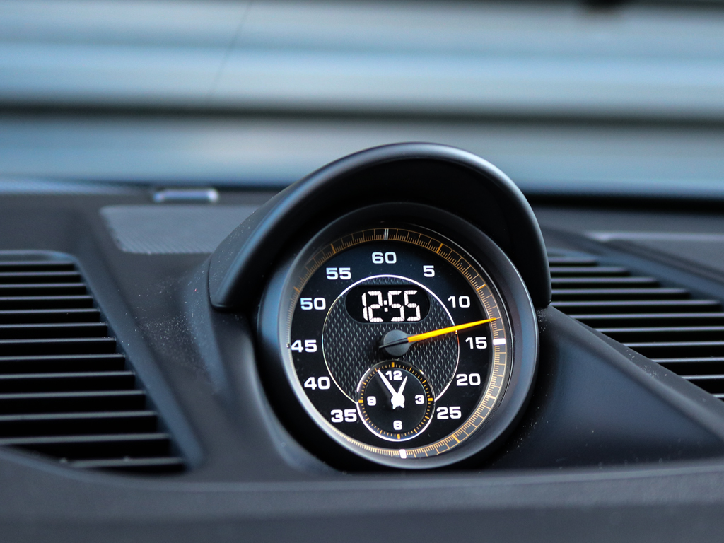 Porsche 911 GT3 Touring Package Victoria Verstappen (11)