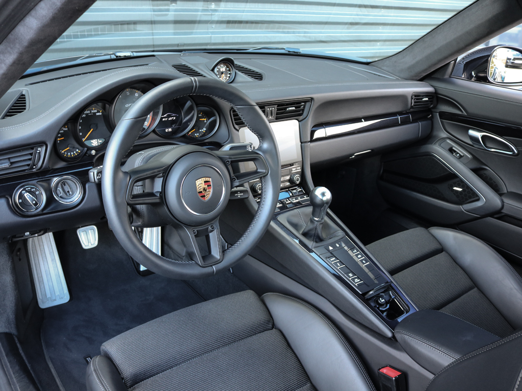 Porsche 911 GT3 Touring Package Victoria Verstappen (4)