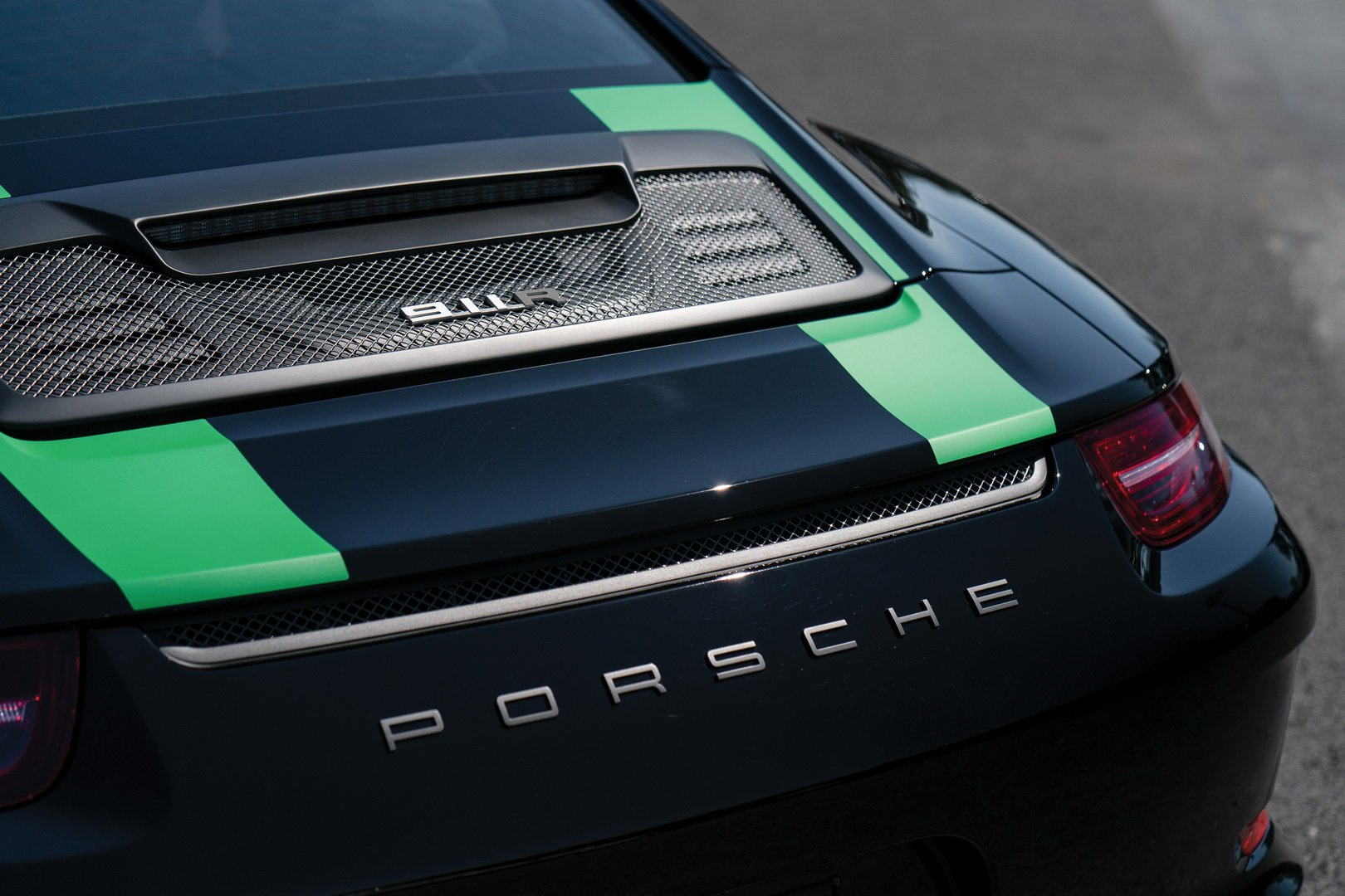 b5b4ebb2-2016-porsche-911-r-9