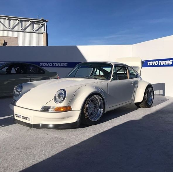 Porsche 911 RWB with Tesla Electric Motor (1)