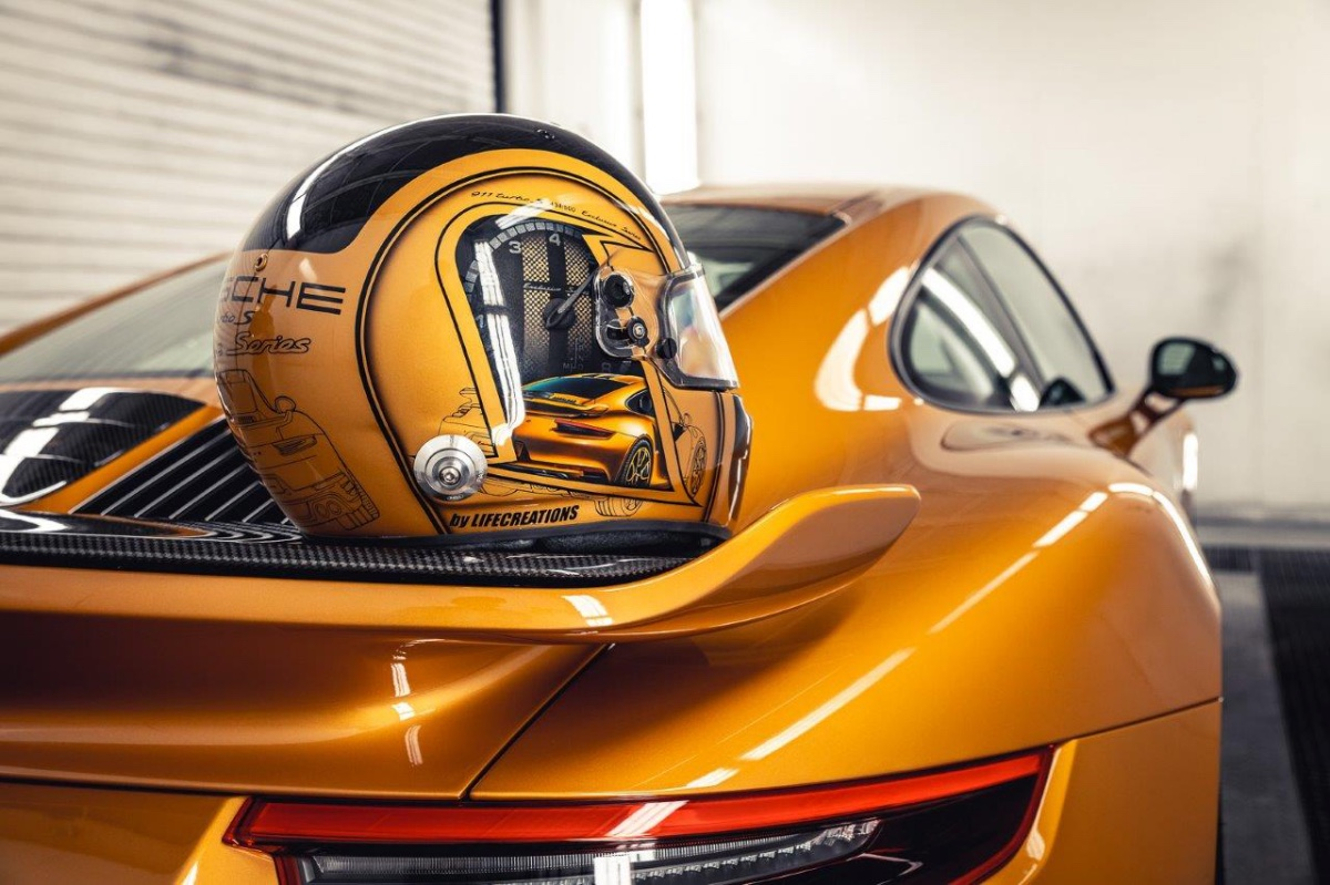 01_porsche-911-exclusive-series-helm-custom-dreams
