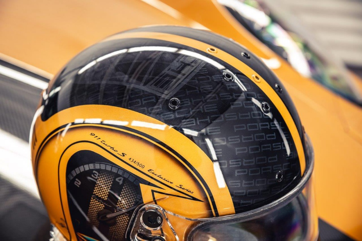 16_porsche-911-exclusive-series-helm-custom-dreams