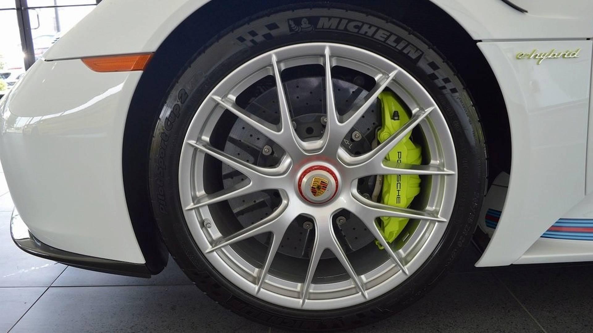 Porsche_918_Spyder_Weissach_For_Sale_0011
