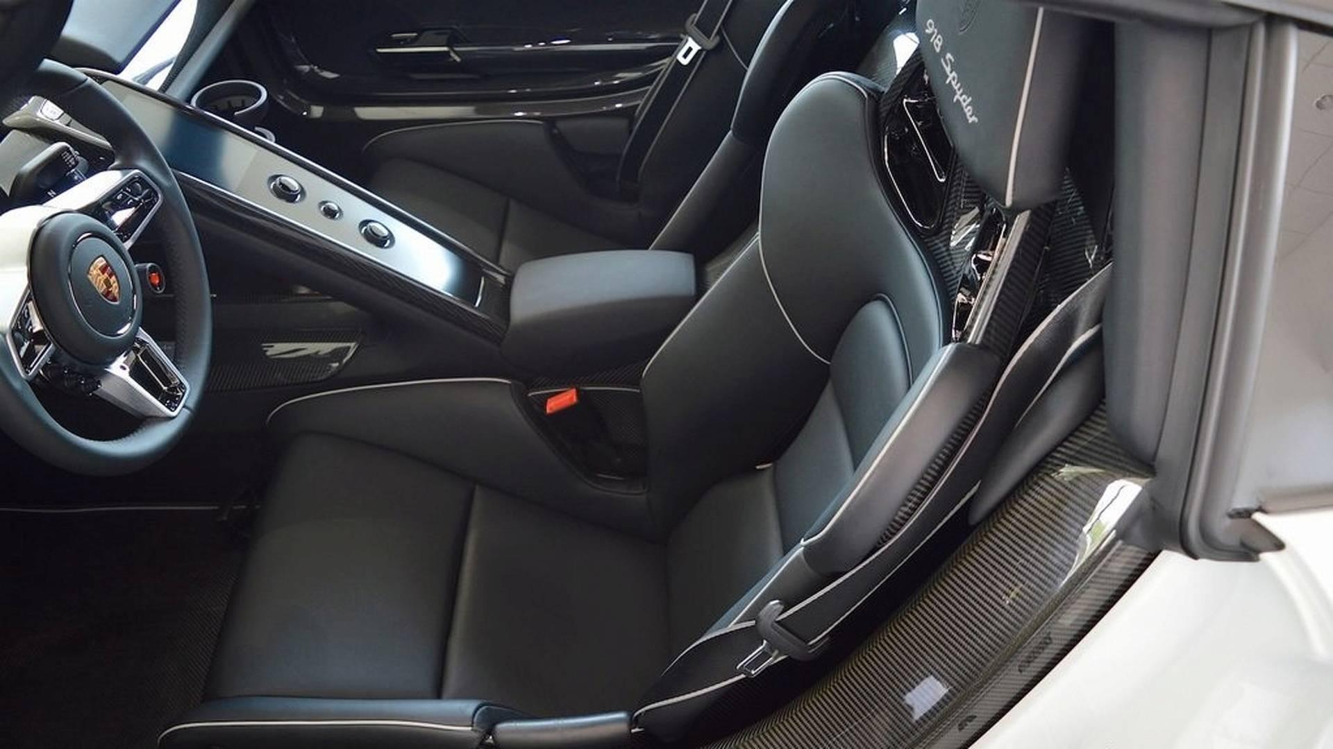 Porsche_918_Spyder_Weissach_For_Sale_0016
