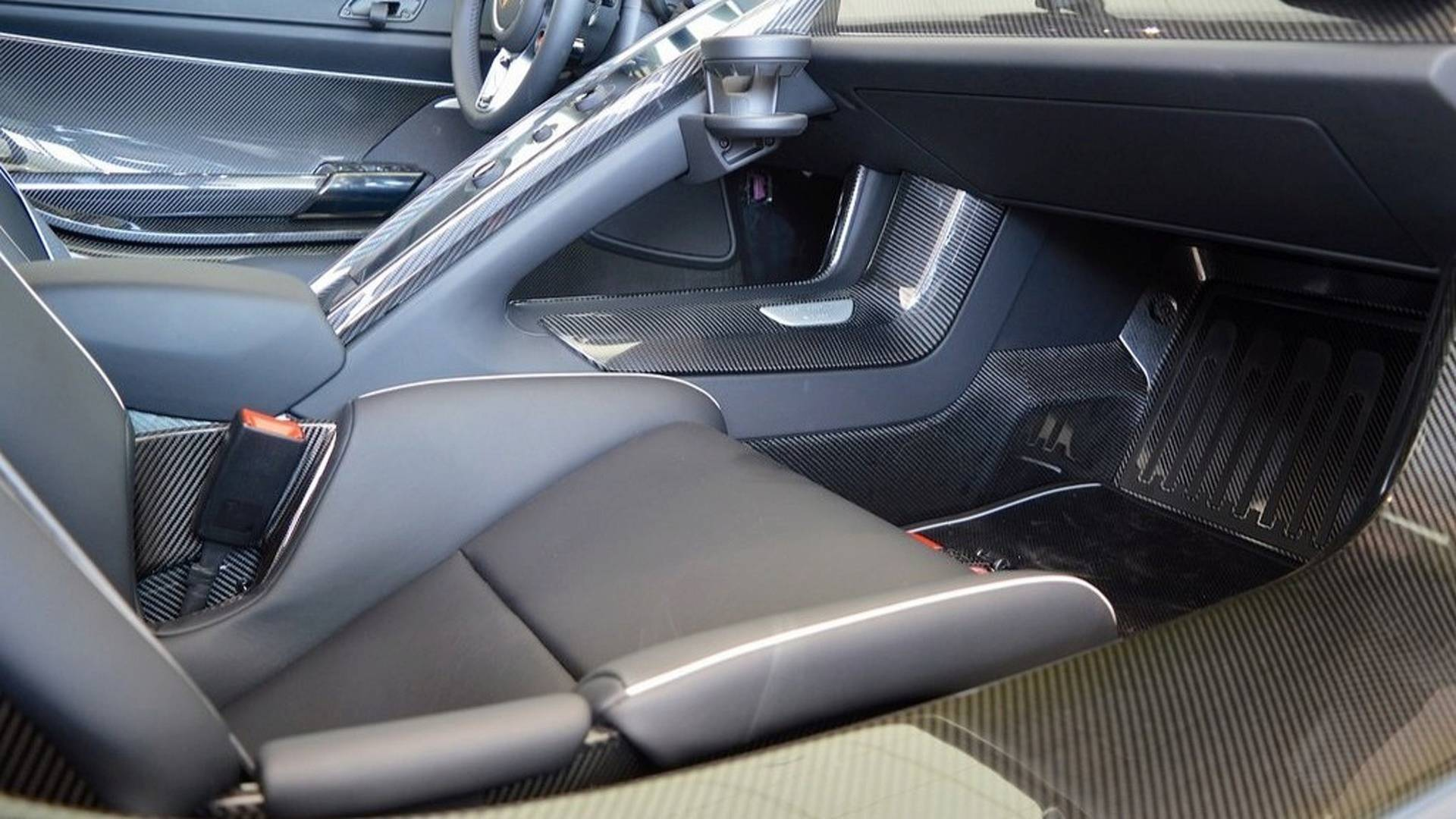 Porsche_918_Spyder_Weissach_For_Sale_0017