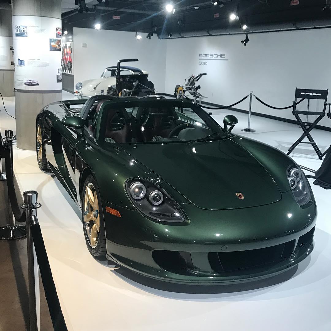 Porsche Carrera GT with Oak Green Metallic color (1)