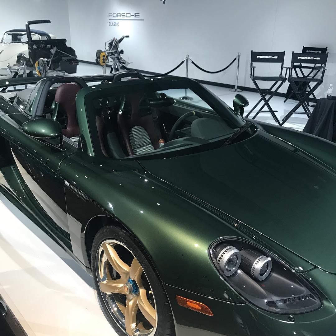 Porsche Carrera GT with Oak Green Metallic color (3)