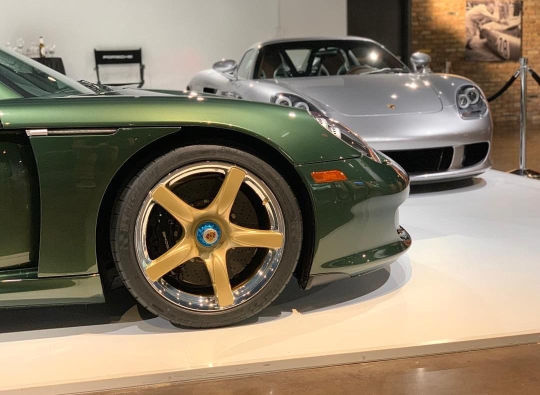 Porsche Carrera GT with Oak Green Metallic color (4)