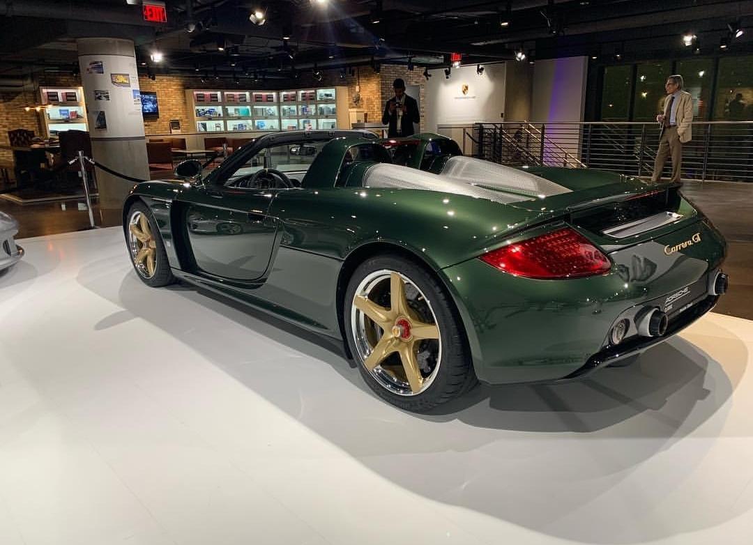 Porsche Carrera GT with Oak Green Metallic color (5)