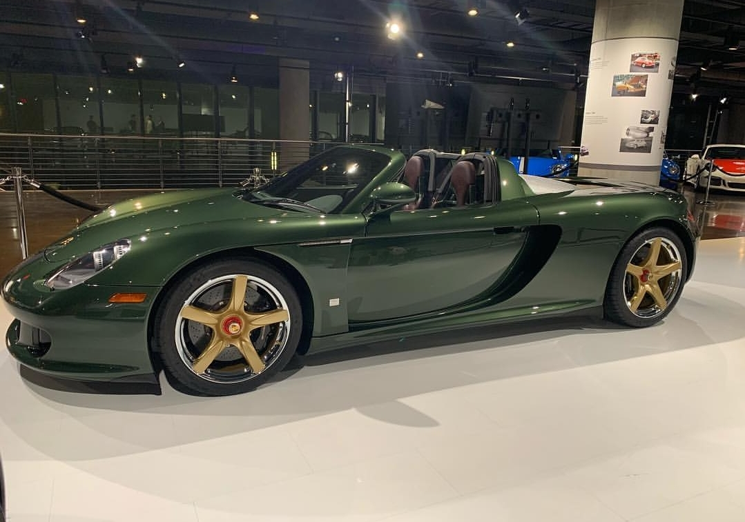 Porsche Carrera GT with Oak Green Metallic color (8)