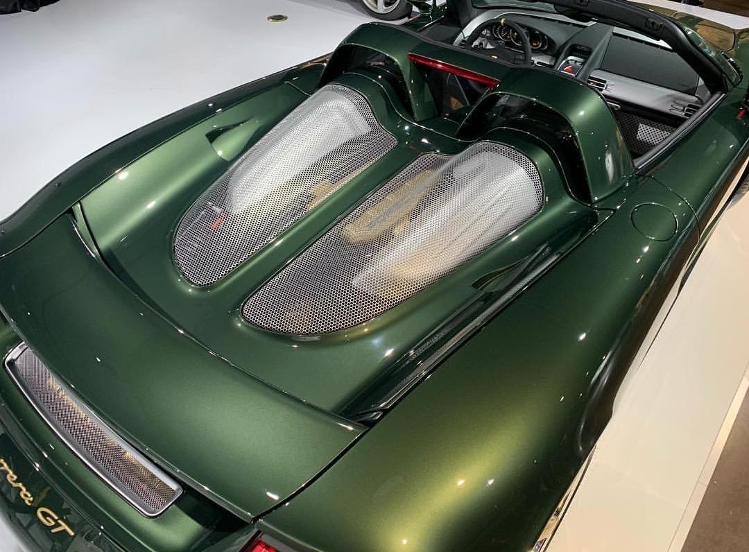 Porsche Carrera GT with Oak Green Metallic color (9)