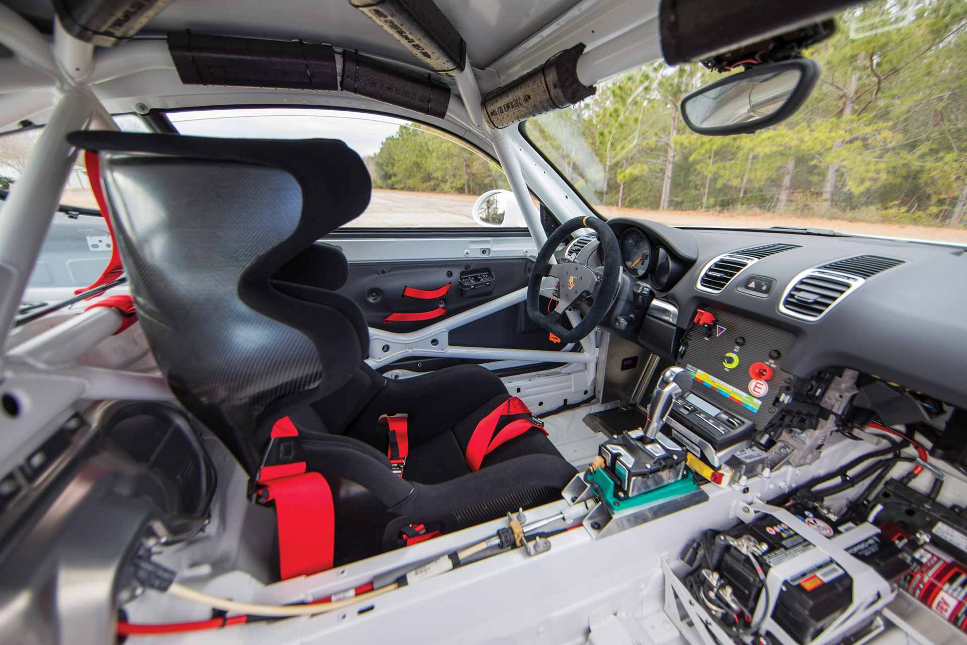2018 RM - 2016 Porsche Cayman GT4 Clubsport 014A - Deremer Studi