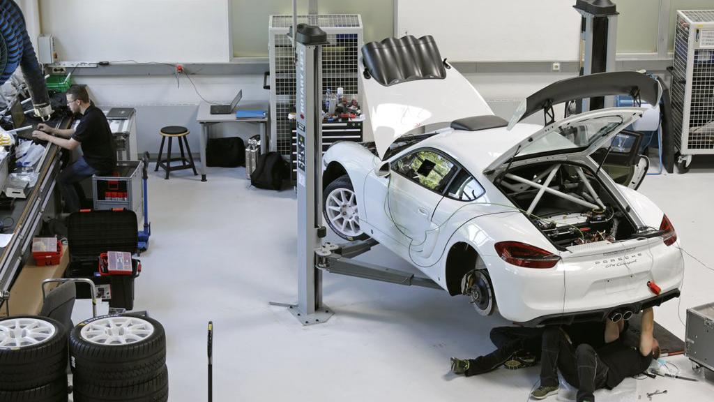Porsche Cayman GT4 Clubsport rally car concept (3)