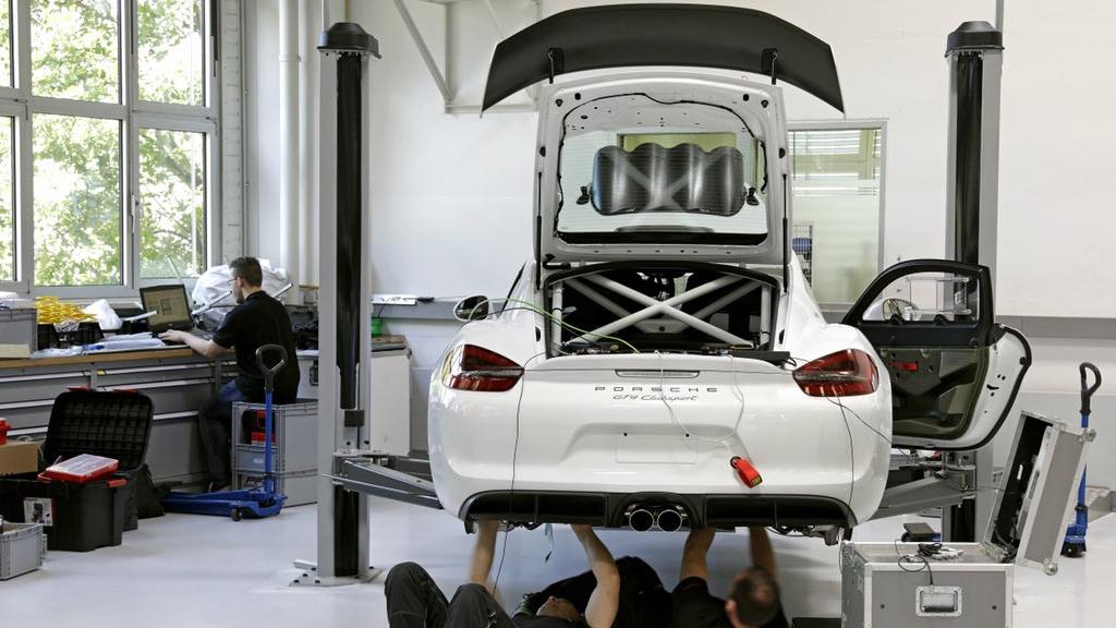 Porsche Cayman GT4 Clubsport rally car concept (4)