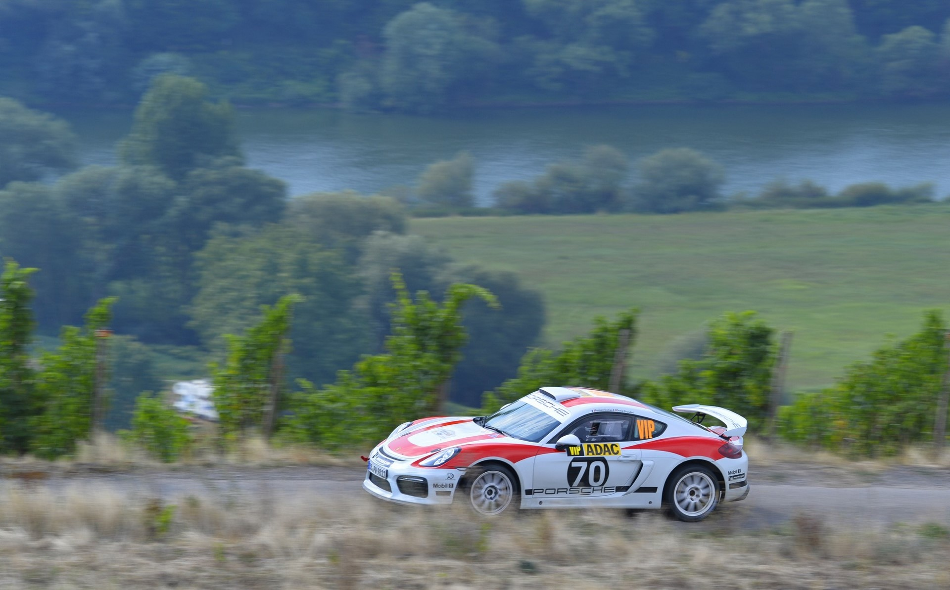 porsche-cayman-gt4-clubsport-rally-concept-03-1