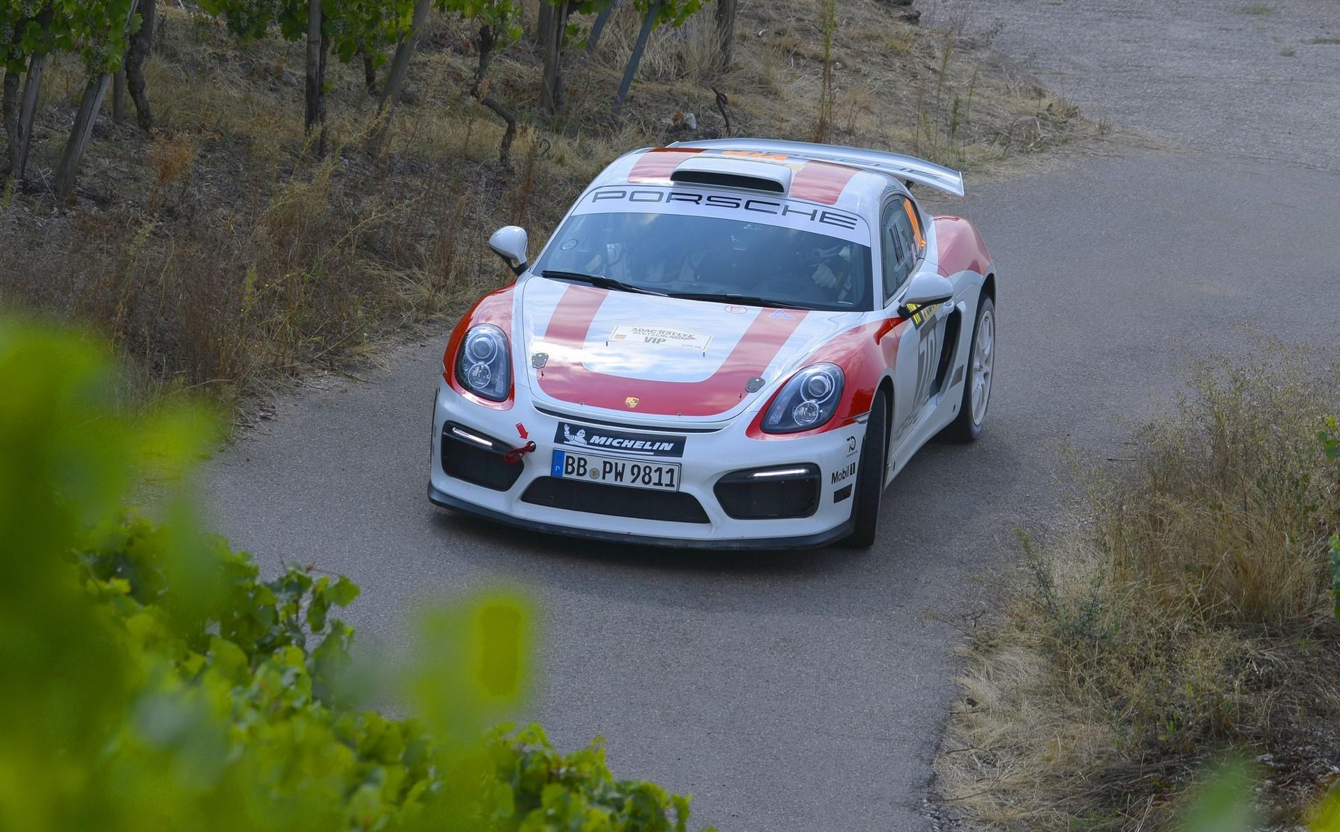 porsche-cayman-gt4-clubsport-rally-concept-06-1