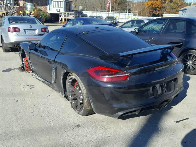 Porsche Cayman GT4 crashed (2)