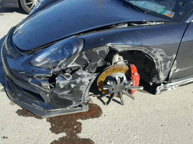 Porsche Cayman GT4 crashed (5)