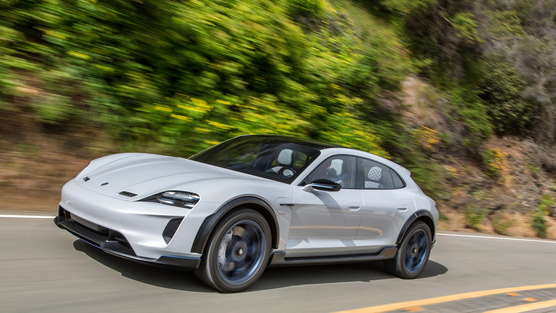 Porsche Mission E Cross Turismo (1)