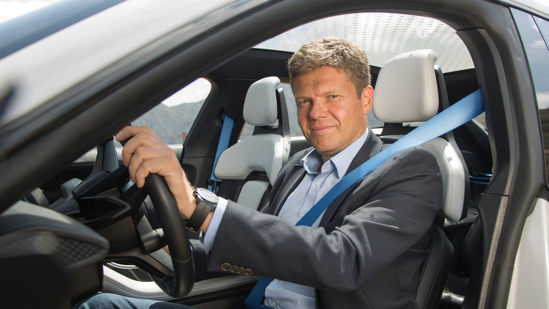 Porsche Mission E Cross Turismo (11)