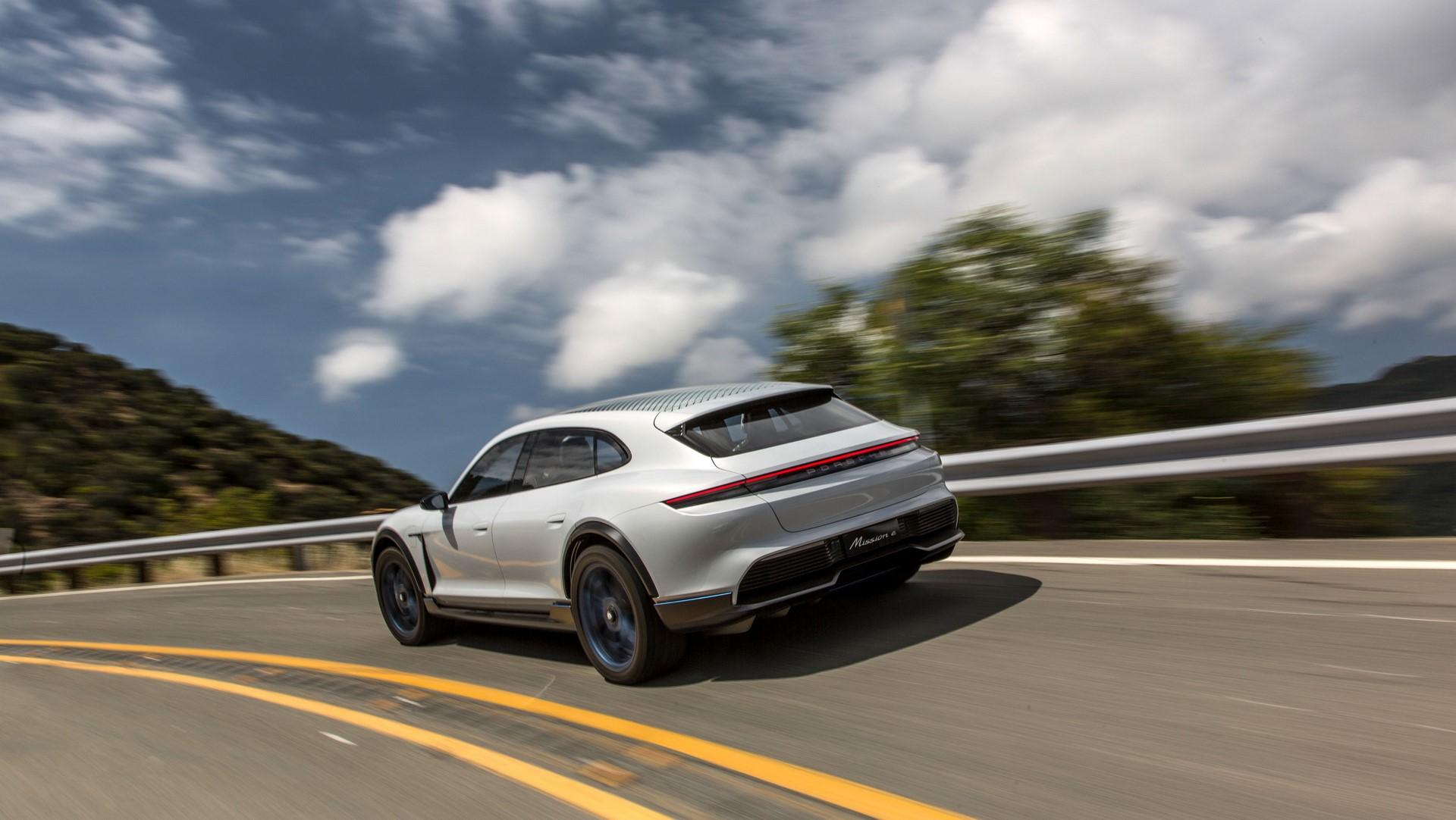 Porsche Mission E Cross Turismo (12)
