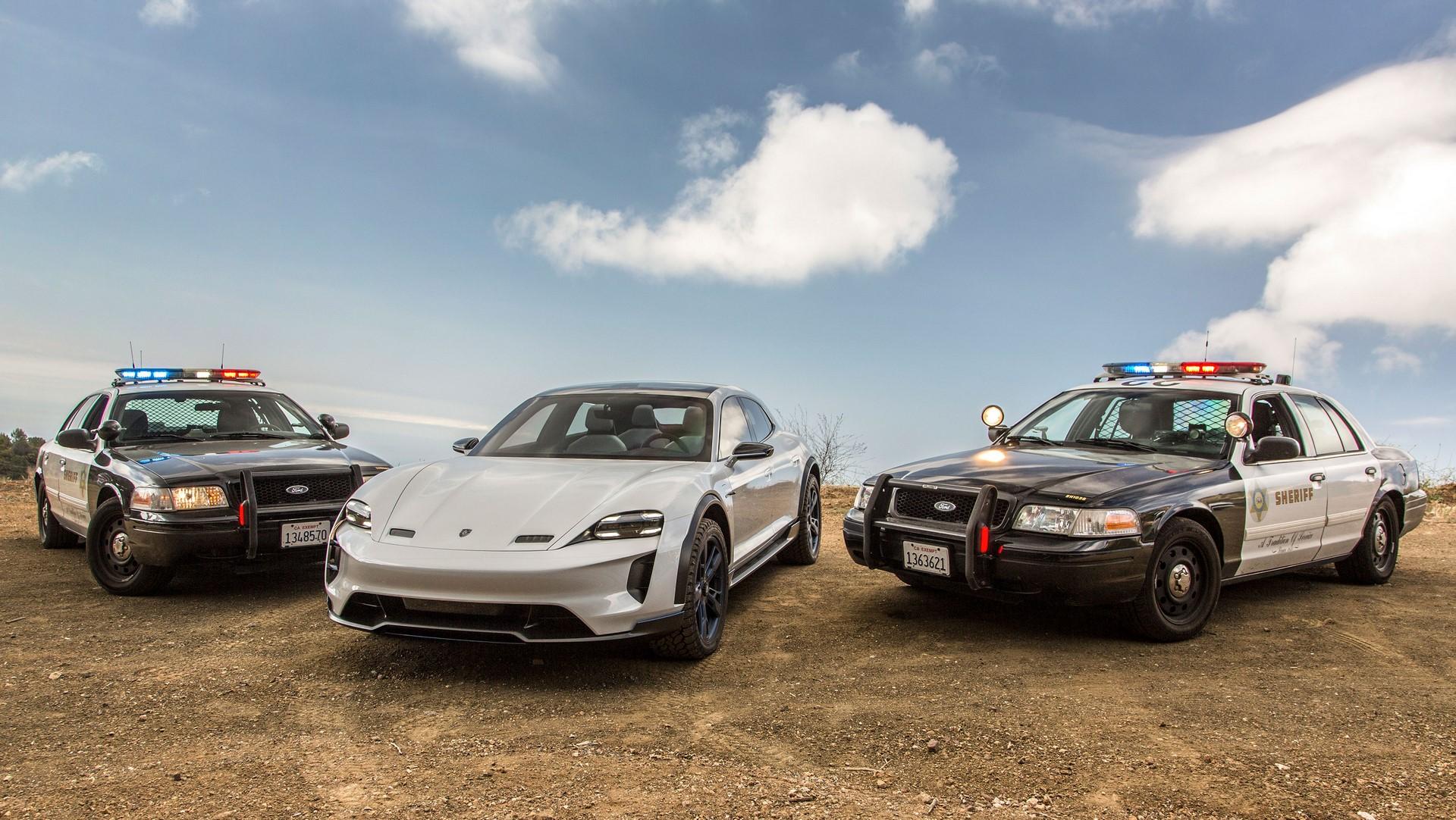 Porsche Mission E Cross Turismo (14)