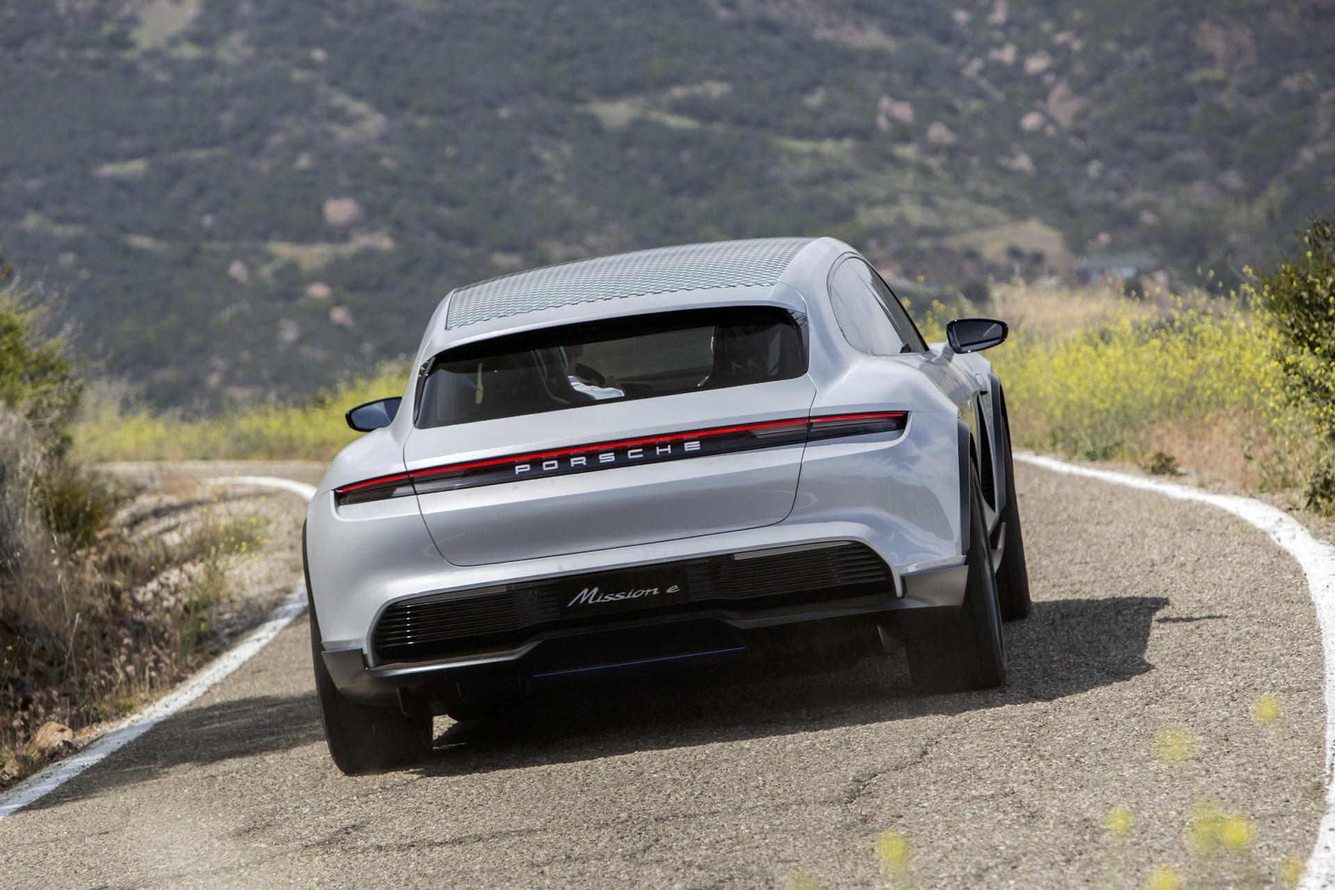 Porsche Mission E Cross Turismo (2)