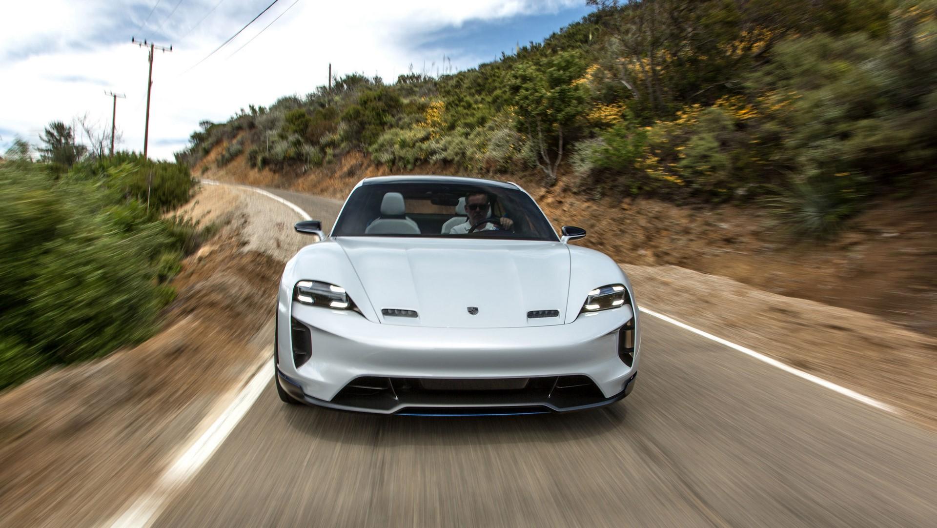 Porsche Mission E Cross Turismo (3)